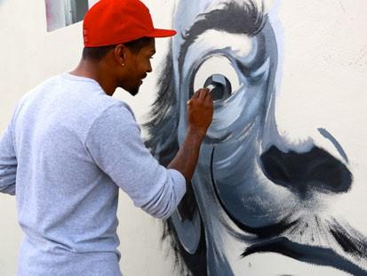 Carlos Beck painting in Wynwood